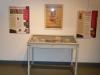 Quelques uns des panneaux et objets de l'exposition