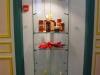 des objets de l'expo en vitrine